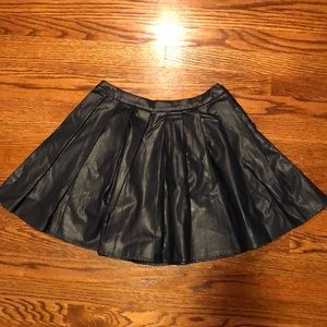 navy faux-leather pleated skirt